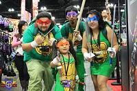 Нажмите на изображение для увеличения Название: tmnt_family_cosplay___comikaze_2013_by_conmenwebseries-d7k1hh5.jpg Просмотров: 5 Размер:161,4 Кб ID:87670