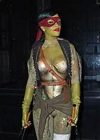 Нажмите на изображение для увеличения Название: Rihanna-fete-Halloween-en-Tortue-Ninja-le-31-octobre-2014_exact1024x768_p (1).jpg Просмотров: 7 Размер:171,6 Кб ID:88047