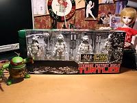 Нажмите на изображение для увеличения Название: toys_neca_tmnt_bw_w_diorama_packed.jpg Просмотров: 100 Размер:364,3 Кб ID:36996